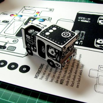 "Set view of the ""Bear Bus"" papercraft by Heiko Windisch"
