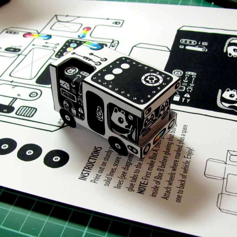 """Set view of the """"Bear Bus"""" papercraft by Heiko Windisch"""